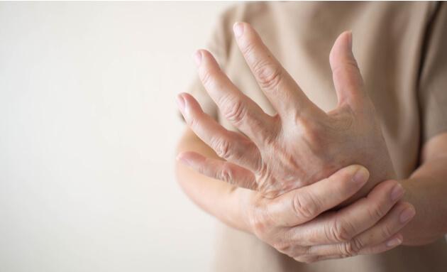 Diabetes-pain-hand